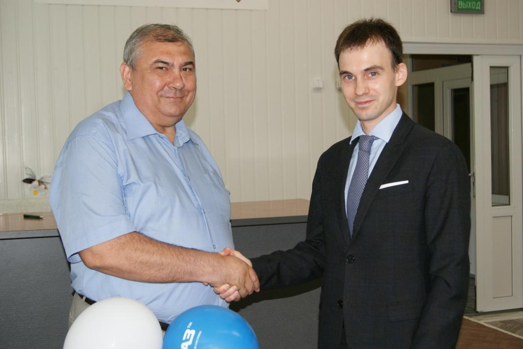 Слева направо: Главный врач ГДБ №3 Надир Жамлиханов и исполнительный директор ООО «ЧКЗЧ» Владимир Баков.